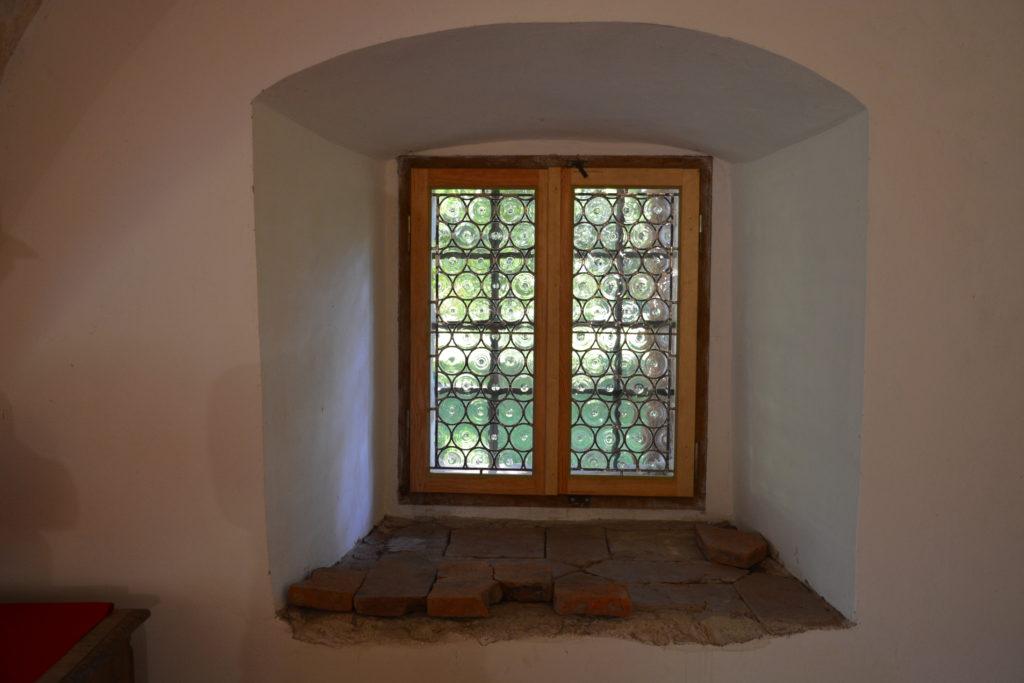 Zrekonstruowane gomółkowe przeszklenie okien